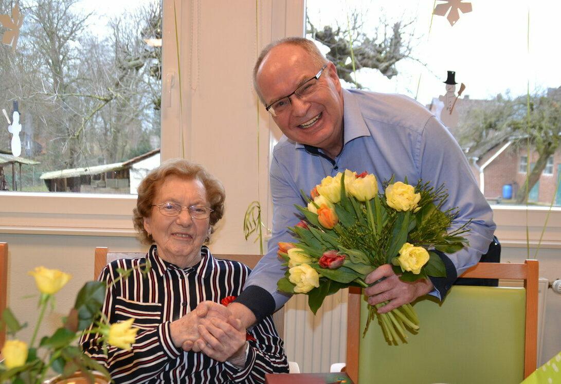 Wir feiern den 100. Geburtstag von Elfriede Lützelberger